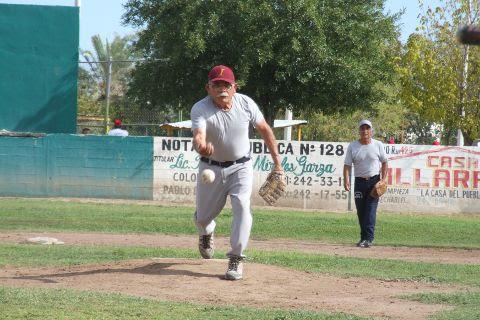 Hilario Vázquez de Insulinos Sur en el softbol de segunda fuerza