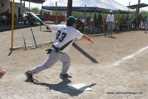 Dante Perrone de Perrones en el softbol del Club Sertoma