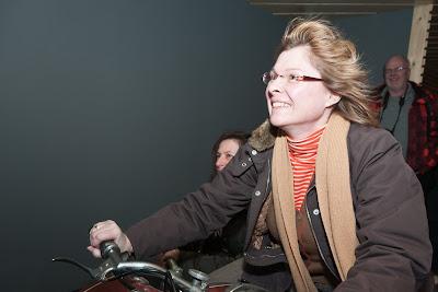 Die Markgräflerin hat richtig Spaß und lässt sich den Fahrtwind durch die Haare wehen.