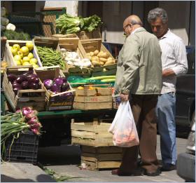 Bagheria Sizilien - Gemüsestand auf dem Bürgersteig