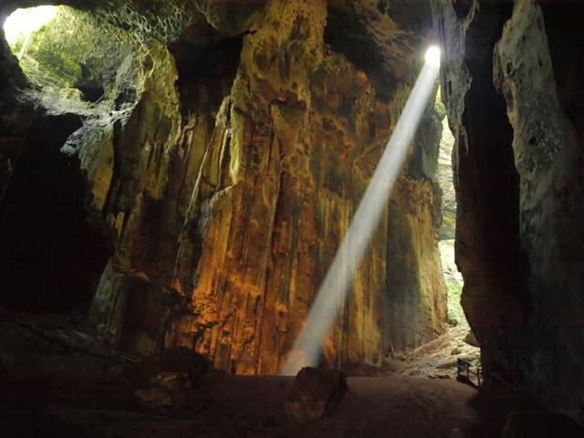 Gua-Gomantong-Cave