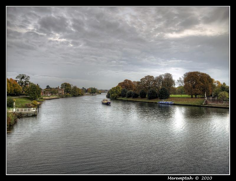 Tamise Hampton Court