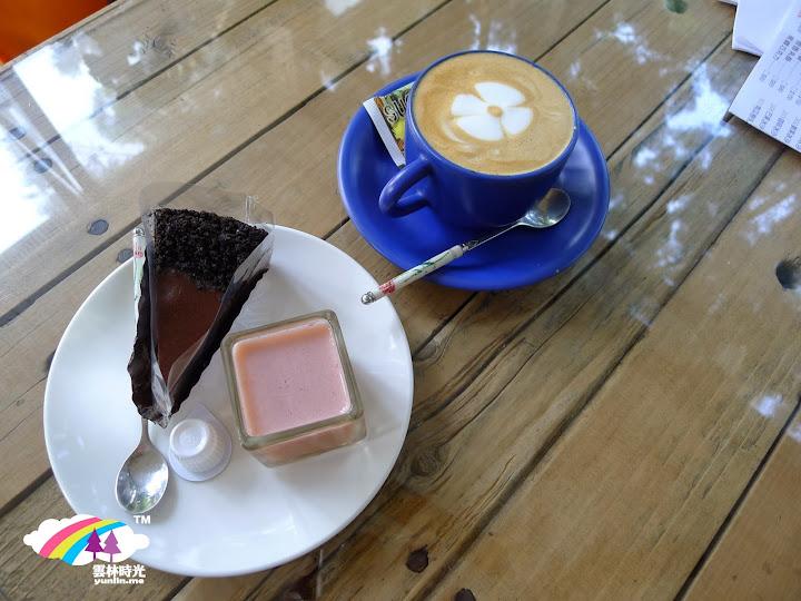 拿鐵咖啡(點咖啡都會送甜點與蛋糕!)