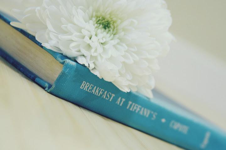"""""""Breakfast at Tiffany's"""" (""""Desayuno con diamantes""""), novela de Truman Capote en la que se basa la película"""