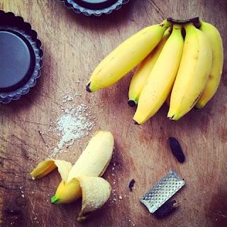 nuovi profumi dal fronte occidentale. tarte al bananito al profumo di tonka.