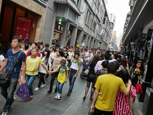 narrow pedestrian street at Dongmen