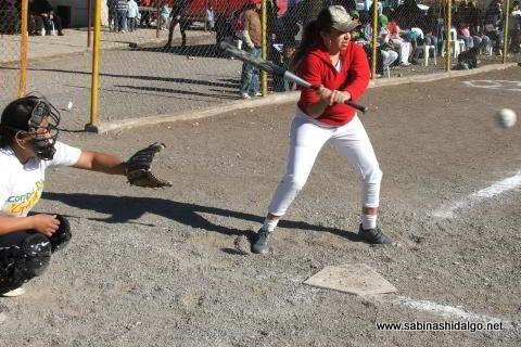 Rocío Martínez de Chicas Sertoma en el softbol femenil del Club Sertoma