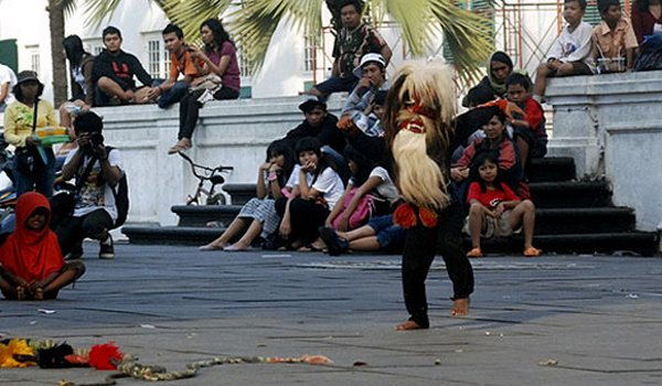 Kuda Lumping di Kota Tua Jakarta