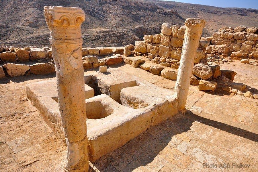 Экскурсия в пустыню Негев, Баптистерий в городе набатейцев Мамшит.