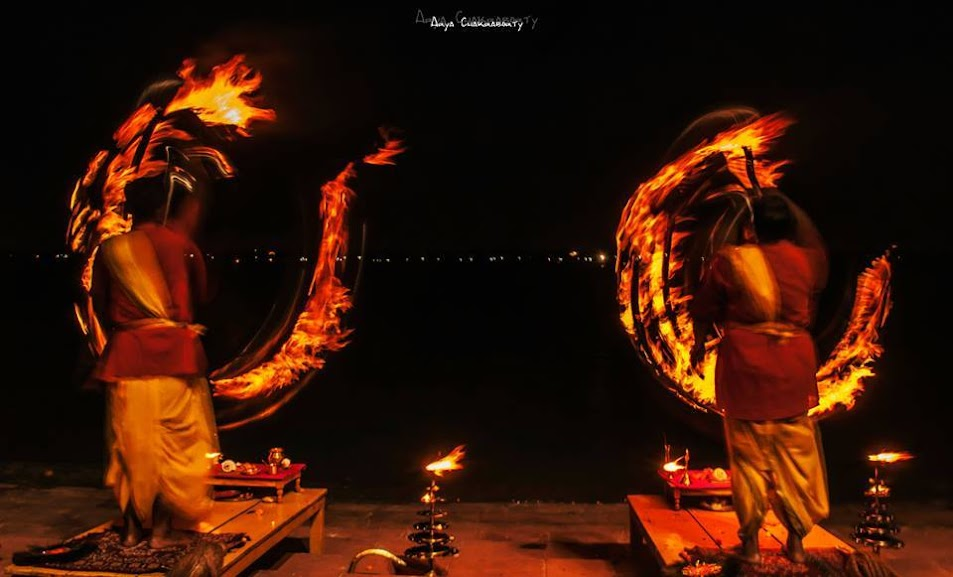 Ganga arati, arya chakraborty