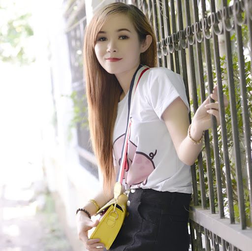 Aly Hằng