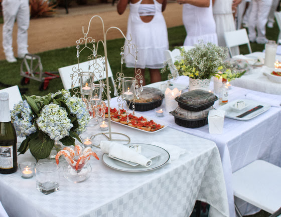 photo of a table setting at Diner En Blanc