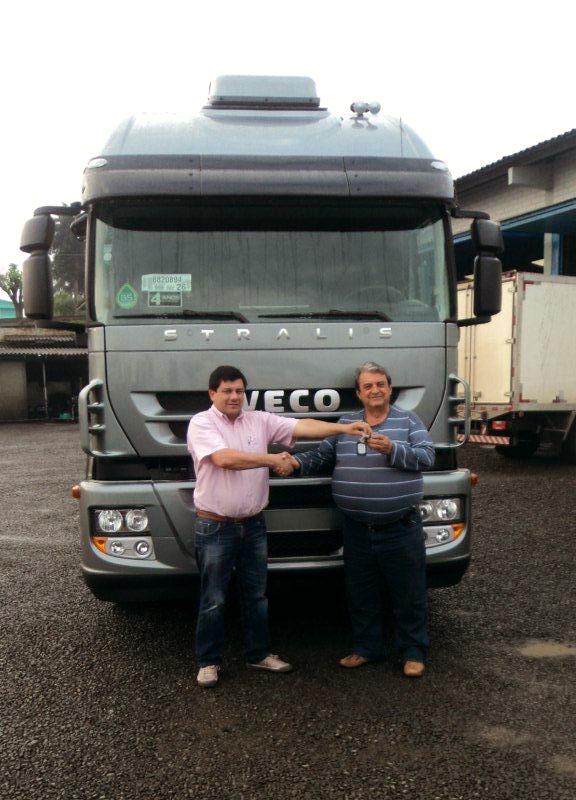 Transportadora de Xanxerê investe em dois novos Stralis DSC01847