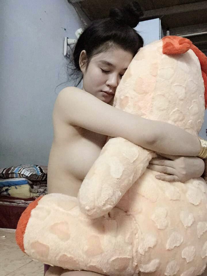 Hoa Hồng Đen - Nữ sinh xinh đẹp Vũng Tàu khoe vòng một siêu khủng P2