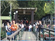 充滿大陸遊客的日月潭玄光寺碼頭