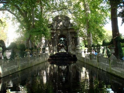 Фонтанът Медичи в Люксембургските градини