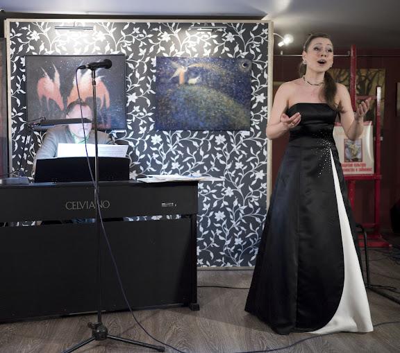 Светлана Деркач, - лирико-колоратурное сопрано.(Кликнуть для увеличения)