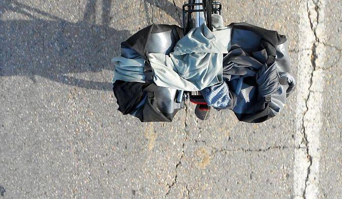 Gepäckträger am Ridgeback-Rad als Wäschetrockner mit Ortliebtaschen