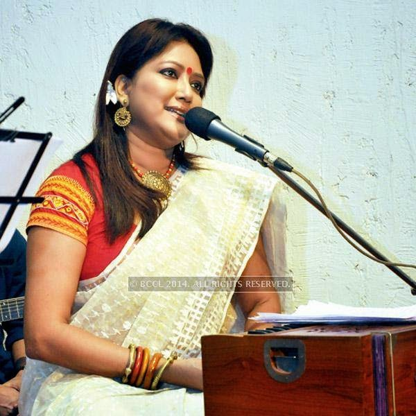 Onno Nazrul, an evening dedicated to Kazi Nazrul Islam, saw the stalwarts of the city's music fraternity in attendance. Seen here is Anindita Kazi.