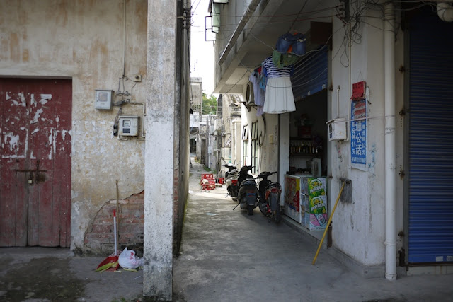 alley with motorbikes in Hetoupu, Zhuhai, China