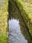 Einer der Wassergräben, z.B. der Huttaler Graben, die überall entlang fließen.