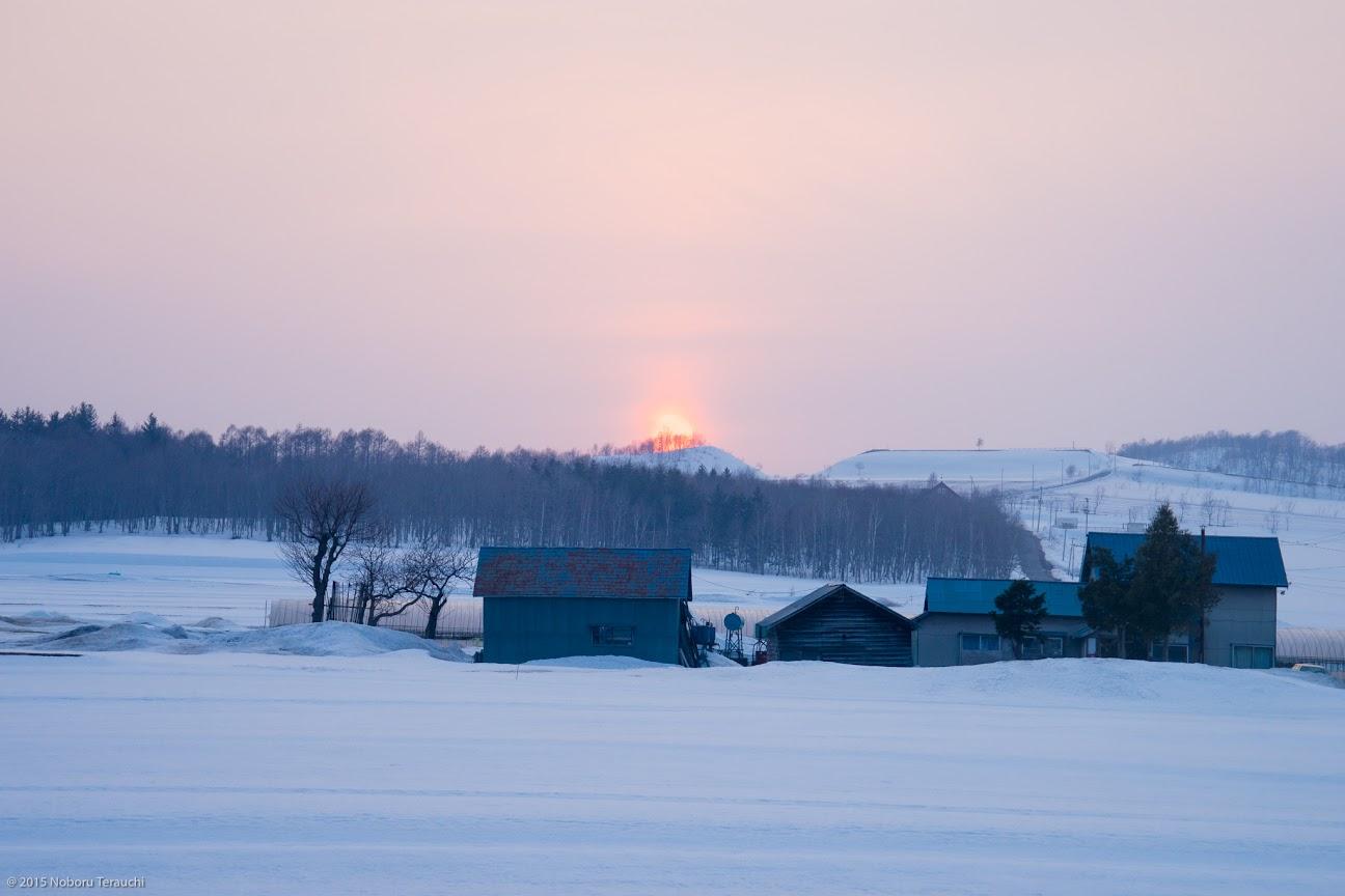 暑寒別岳方面に沈む春の夕陽