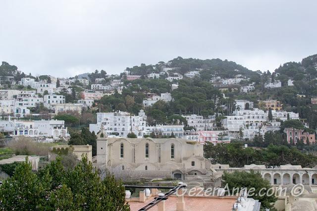 San Giacomo manastırı ve Capri şehri