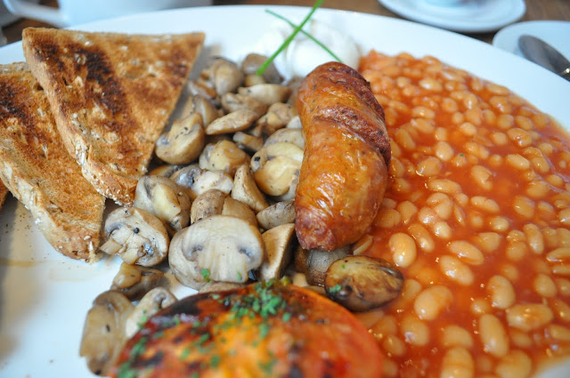 The+Blue+Legume+review+Islington+Upper+Street+cumberland+sausage+breakfast