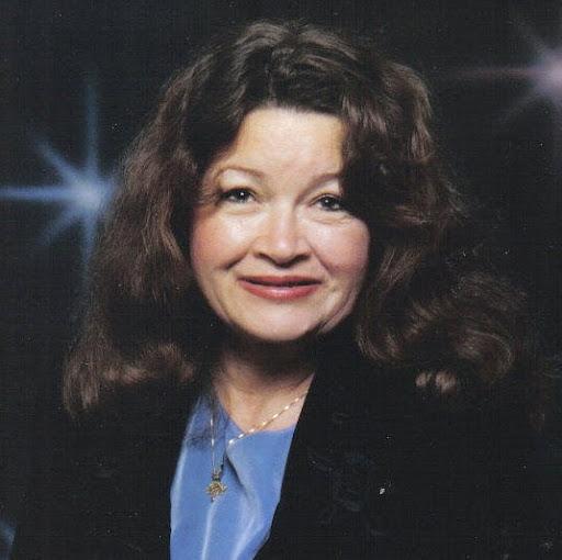 Linda Poole Photo 30