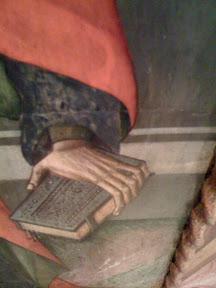 Libro manual (cabe en una mano) con cierre.