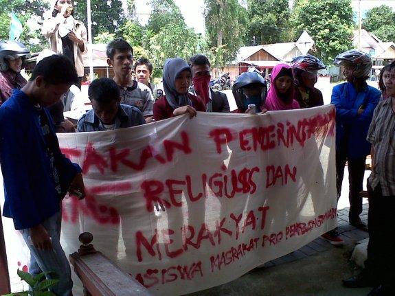 demo mahasiswa bolsel, mahasiswa, dprd bolsel, Bolsel, Bolaang Mongondow Selatan, Pinolosian, molibagu, Humas Bolsel
