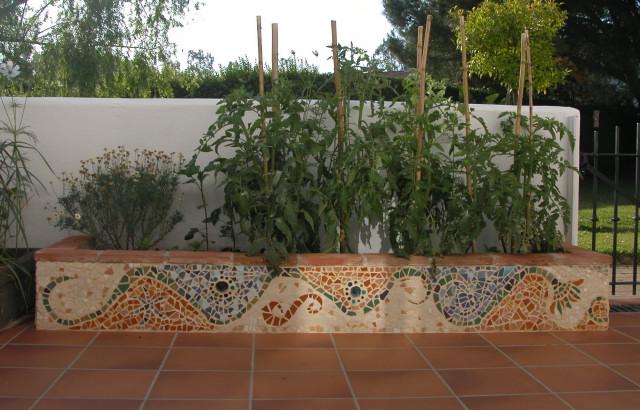 Mosaicos trencadis - Arriate jardin ...