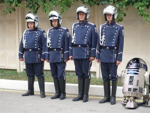 Нова форма працівників ДАІ до Євро 2012 (з гумором)