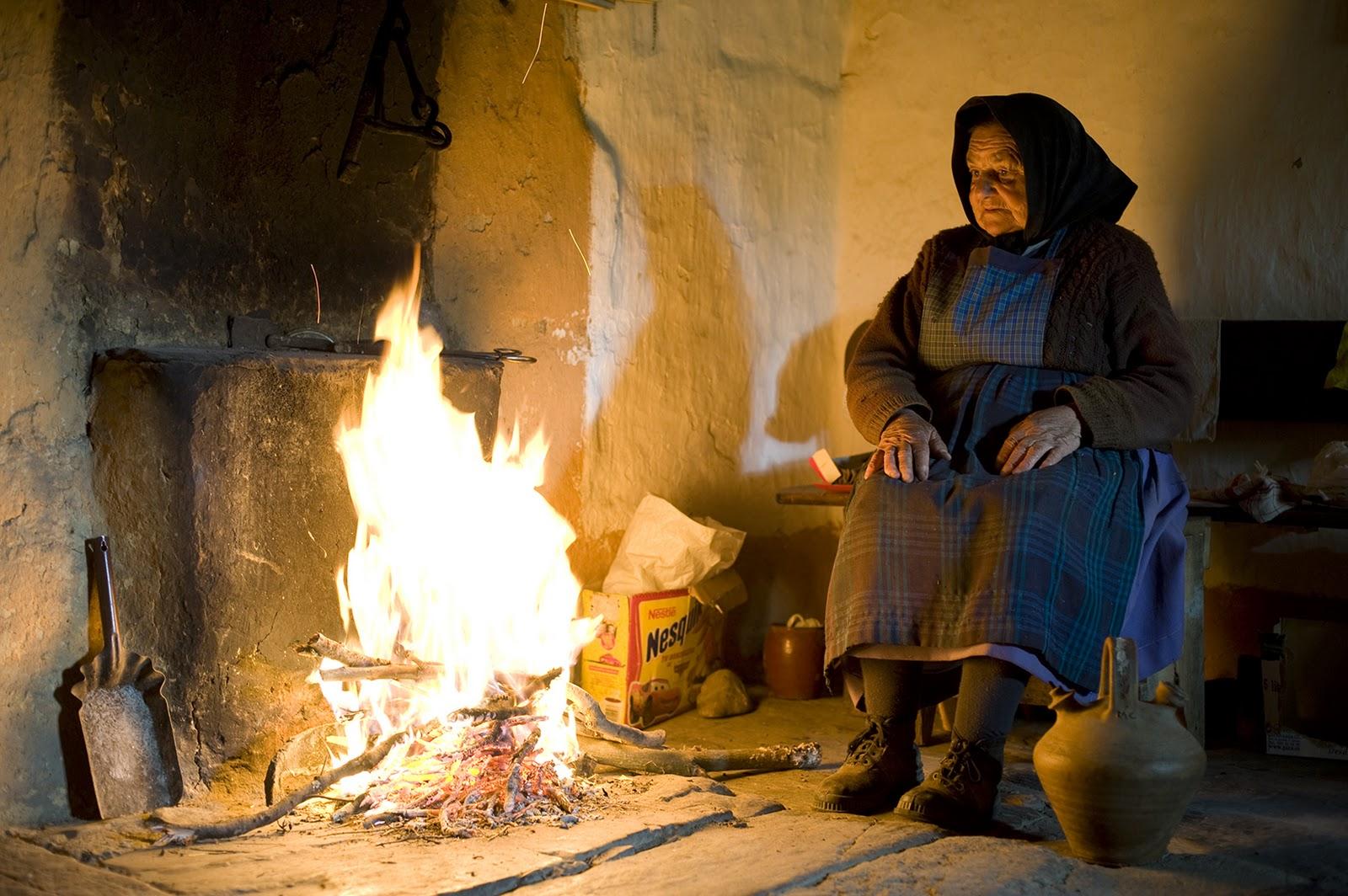 Un caf a la media noche noches de invierno luz de - Cocinar en la chimenea ...