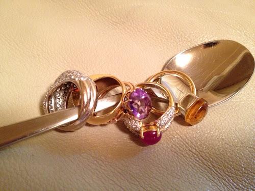 指輪をクリーニング