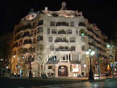 "Gaudí, La Pedrera"" width="
