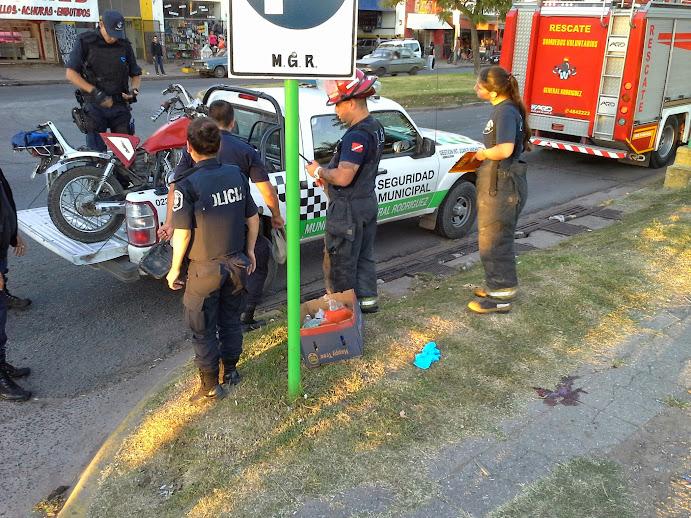 Varios accidentes entre motos y autos: Un hombre está en coma