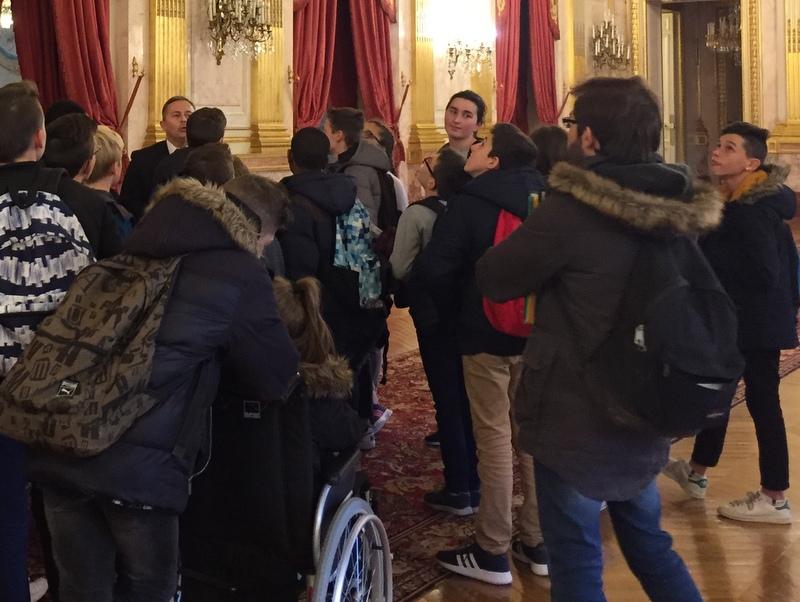 Des élèves du collège Jean Moulin de Locminé en visite à l'Assemblée le 18 novembre 2016