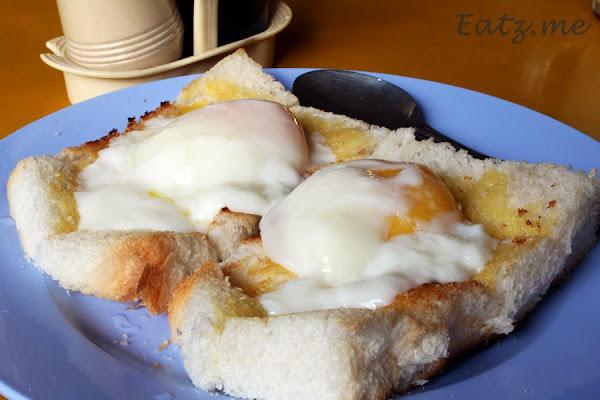 Half-Boiled Egg with Bread aka Roti Telur Separuh Masak dengan Roti aka Roti Telur Goyang Medan Selera Dato Sagor