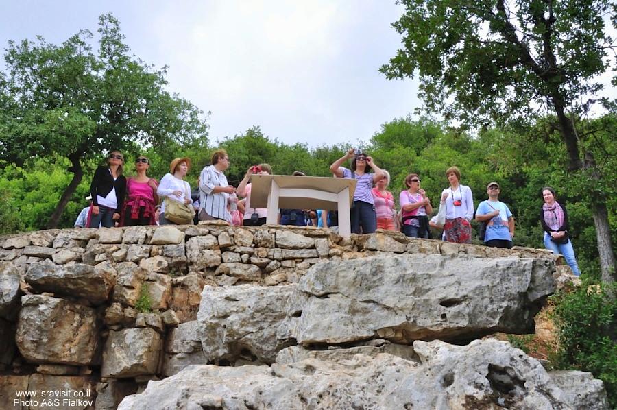 Обзорная площадка на горе Мирон. Пешеходный поход по горе Мирон. Швиль писга Мирон. Экскурсия по Верхней Галилее. Гид в Галилее Светлана Фиалкова.