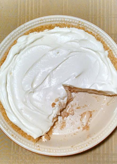 A Kitchen Hoors Adventures | Banana Pudding Pie