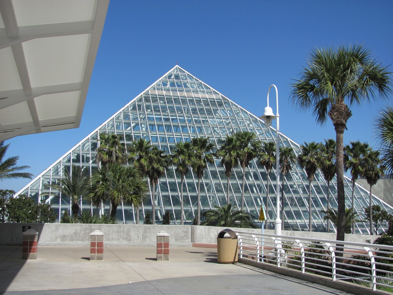 Bloomin Moody Gardens Aquarium
