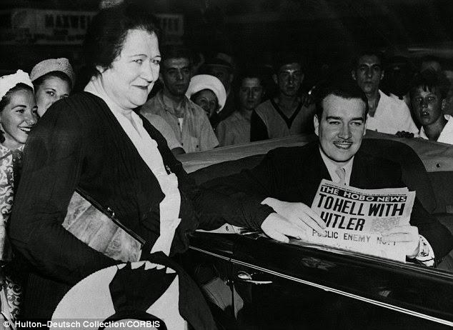 O sobrinho de Hitler junto com a mãe nos Estado Unidos