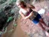 Vídeo Porno - Loira novinha dando a xoxota no mato
