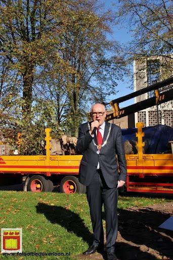 burgemeester plant lindeboom in overloon 27-10-2012 (8).JPG
