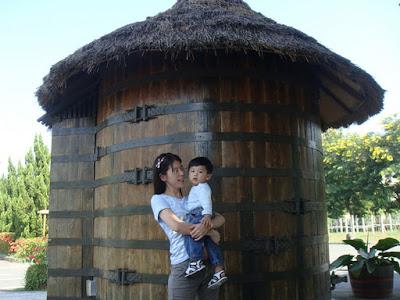 南投酒廠-橡木酒桶茅屋