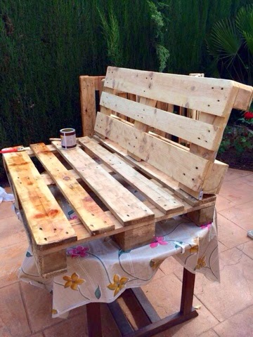 In art deco sof s y mesas con palets - Sofas con palets ...