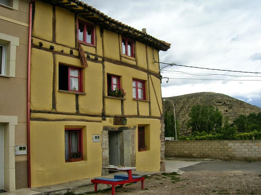 Albergue de peregrinos parroquial San Francisco de Asís, Tosantos, Burgos :: Albergues del Camino de Santiago