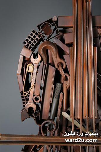 خردة تشكيلات فنيه على اوتار الكمان للفنان Deveren B. Farley