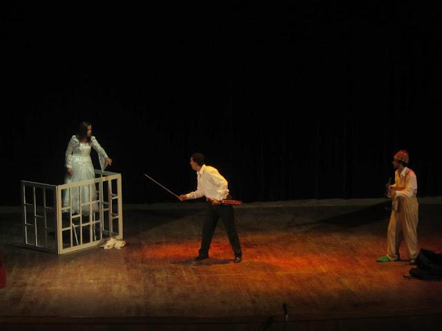 """صور من العرض المسرحي """"أساكم"""" المقدم بركح دار الثقافة بتيزنيت"""